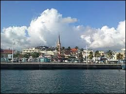 Dans quel département d'outre-mer se trouve la ville de Fort-de-France ?