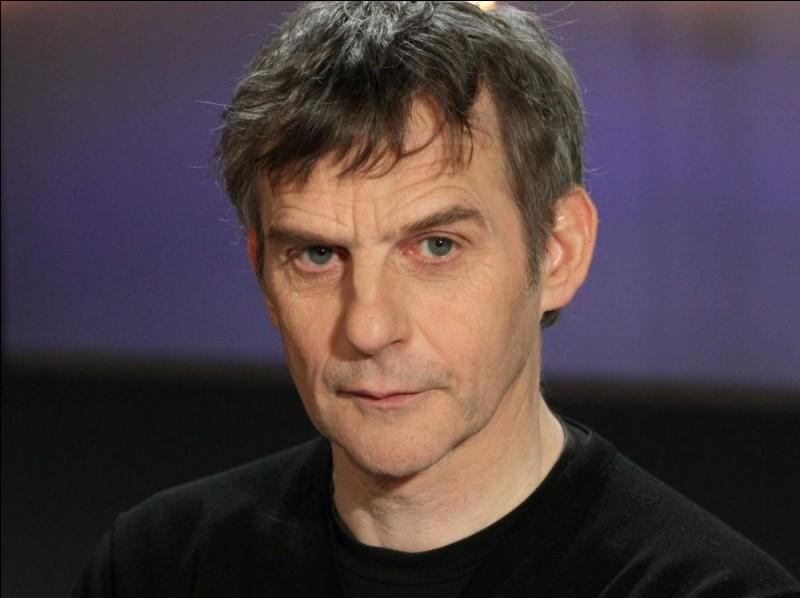 """Ce cinéaste belge, qui a réalisé """"Pas son genre"""" puis """"Chez nous"""", c'est ... Belvaux."""