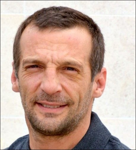 """Cet homme de cinéma, réalisateur de """"La haine"""", narrateur de documentaires et acteur, dernièrement dans la série """"Le Bureau des légendes"""", se prénomme ..."""