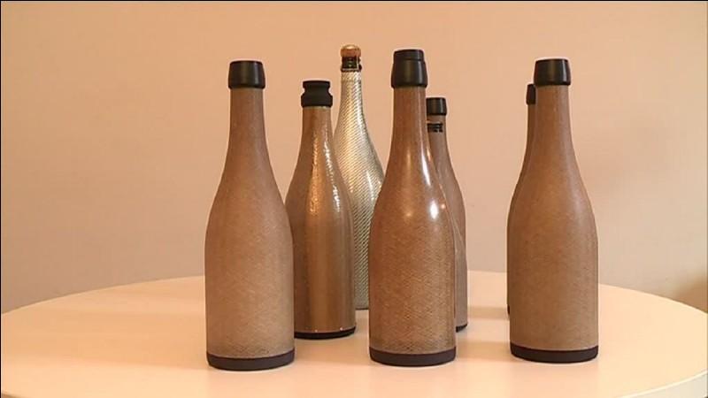 Faiblement minéralisée, l'eau plate de Volvic peut être bue à volonté, y compris en cas de régime hyposodé ou de calculs rénaux.
