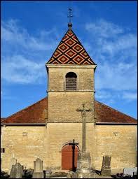 Nous sommes à présent en Bourgogne-Franche-Comté devant l'église de l'Assomption de Courlaoux. Commune de l'agglomération de Lons-le-Saunier, elle se situe dans le département ...