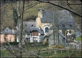 Nous sommes au hameau de Cotdoussan, dépendant d'Ourdis-Cotdoussan. Petit village de 50 habitants, dans la Communauté d'agglomération Tarbes-Lourdes-Pyrénées, il se situe dans le département ...