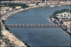 La Garonne passe à Bordeaux, dans le département de la Gironde.