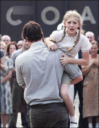 Si jamais ton petit frère ou ta petite sœur devait aller aux Hunger Games, te porterais-tu volontaire pour aller te battre à mort à sa place ?