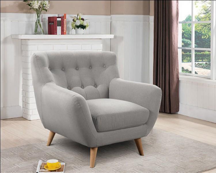 """Dans un dictionnaire, le mot """"fauteuil"""" se situe entre le mot """"faufiler"""" et le mot """"fauvisme""""."""