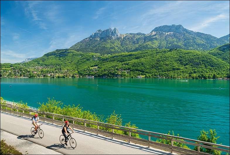 Le lac d'Annecy se situe dans le département de la Haute-Savoie (74).