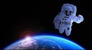 Le mot cosmonaute désigne le pilote ou le passager d'un engin spatial ...