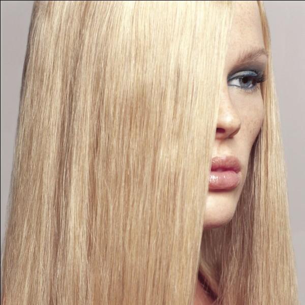 Les cheveux ne poussent pas continuellement mais selon un rythme cyclique et périodique. qu'est-ce qui peut varier selon l'individu ?