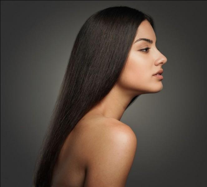 En moyenne, combien centimètres un cheveu prend-il en un mois ?