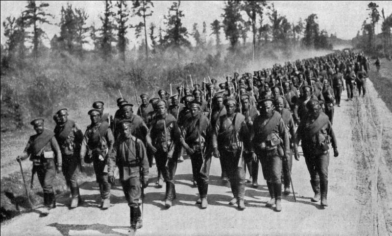 Alors que la France est en difficulté, les Russes passent à l'attaque. Après des premier succès en Prusse-Orientale, les Russes sont finalement vaincus à Tannenberg et...