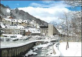 Je vous propose de partir au pied du pic du Midi de Bigorre et au pied du col du Tourmalet, à Barèges. Station thermale d'Occitanie et station de sports d'hiver, elle se situe dans le département ...