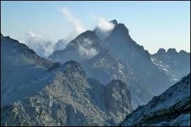 Le Monte Cinto est le point culminant de la Corse.