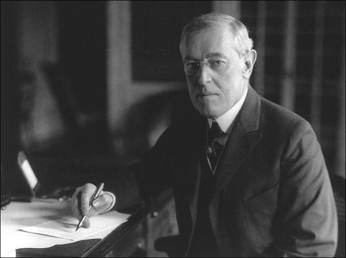 Quel président américain fixa dès janvier 1918 les quatorze points pour la paix ?