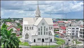 Dans quel État sud-américain peut-on admirer la cathédrale anglicane de Saint George, en bois peint ?