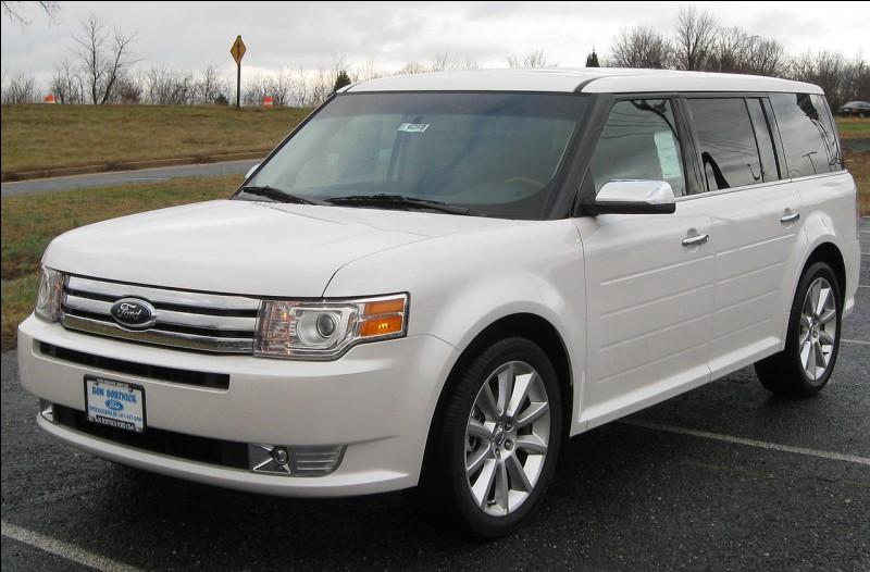 Partons aux États-Unis et retrouvons un autre SUV. Il a été produit par l'un des géants de Detroit. Comment se nomme-t-il ?
