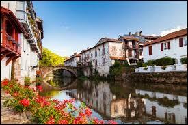 Quel est le nom de ce village se situant au Pays-Basque ?