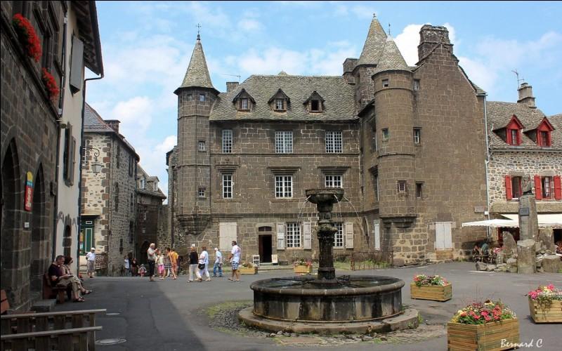 Quel est le nom de ce village du Cantal donnant son nom à une célèbre race de vaches ?