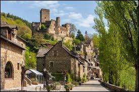 Quel est le nom de ce village d'Aveyron se trouvant au pied d'un château fort ?