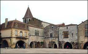 Dans quel département de la région Nouvelle-Aquitaine se situe Monpazier, une ancienne bastide ?
