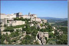 Dans quel département de la région PACA se situe Gordes, un village perché provençal ?