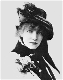 Considérée comme une des plus grandes actrices françaises du XIXᵉ siècle et du début du XXᵉ siècle, elle a marqué durablement le monde du théâtre. C'est ... Bernhardt.