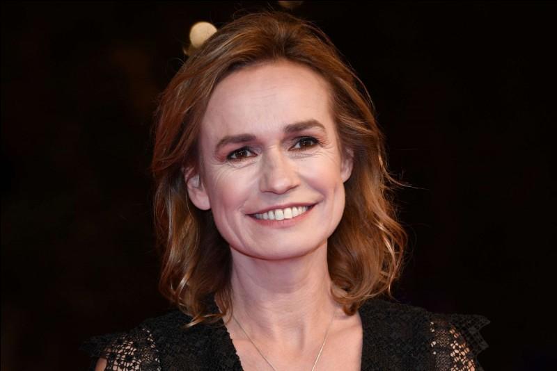 """Cette actrice, qui a reçu en 1986 le César de la meilleure actrice pour son rôle dans """"Sans toit ni loi"""", a ensuite joué dans """"Quelques jours avec moi"""", """"La Cérémonie"""", """"C'est la vie"""". Elle se prénomme ..."""