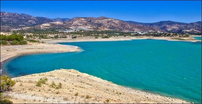 Au sud de quel pays peut-on trouver l'île de Crète ?