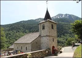 Vous avez sur cette image l'église Saint-Missolin de Cadeillan-Trachère. Petit village d'Occitanie de 38 habitants, il se situe dans le département ...