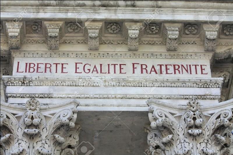 Qui a institué la Constitution de la Cinquième République ?