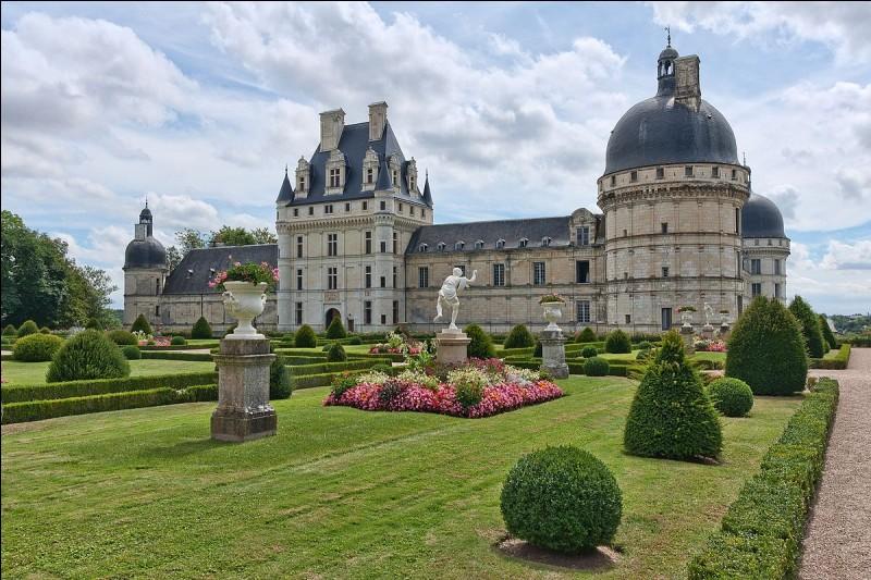 À quel type de château appartient le château de Brissac ?