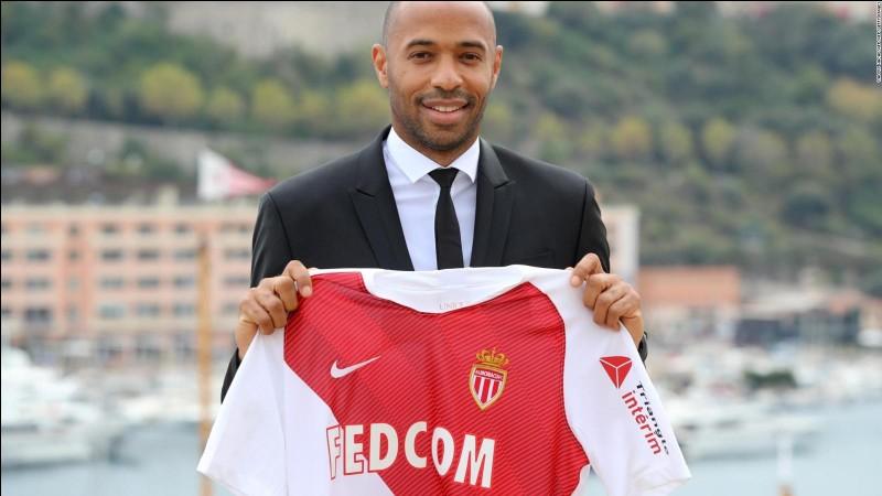 Combien de temps, Thierry Henry est-il resté entraîneur à Monaco ?