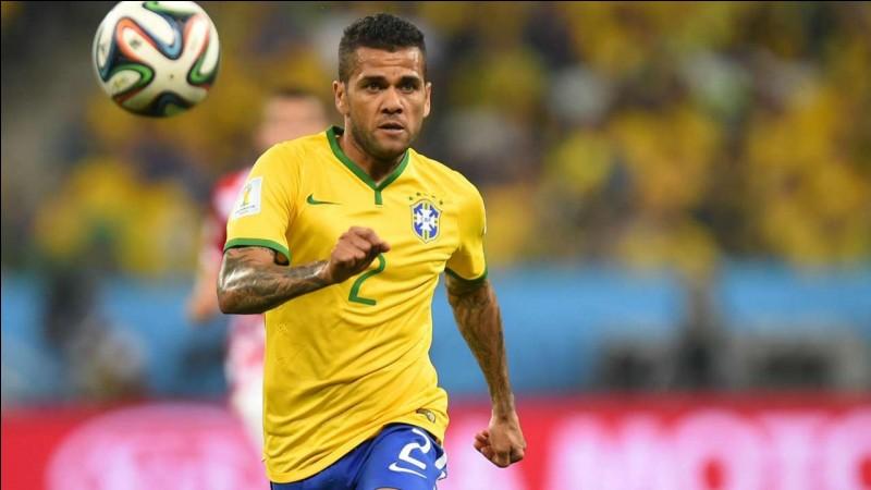 Dans quel club joue Dani Alves ?