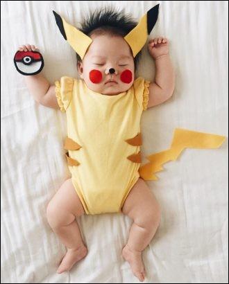 En quoi ce bébé est-il déguisé ?