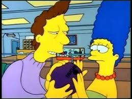 """Dans """"Marge perd la boule"""", comment s'appelle celui qui lui apprend à faire du bowling ?"""