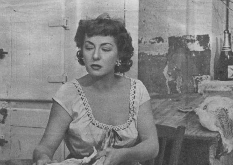 """Elle était Gina, la femme fatale de """"la Belle Équipe"""" on l'a vue ensuite dans """"Naples au baiser de feu"""", """"l'Étrange Monsieur Victor"""", """"la Maison du Maltais"""" : c'est ..."""