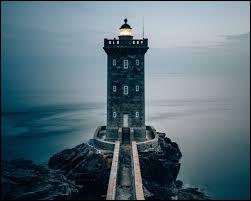 """Qui a écrit """"La Promenade au phare"""" ?"""