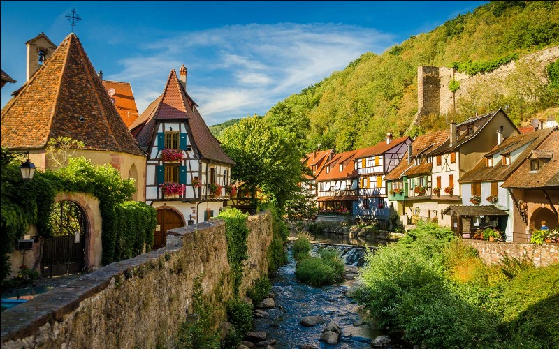 Monet a peint beaucoup de ses tableaux depuis son jardin qui était situé dans quelle ville ?