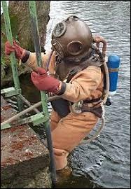 C'est un vêtement isolant utilisé par les plongeurs, c'est un...