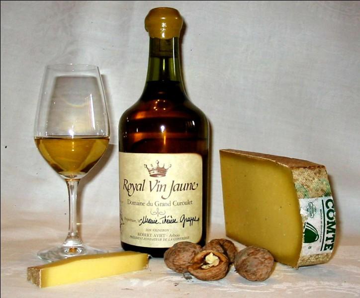 Quelle est la contenance d'un clavelin, bouteille de forme spécifique réservée au vin jaune du Jura ?