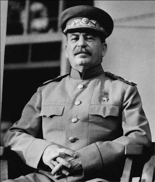 Quel était le surnom de Joseph Staline (1979-1953) ?