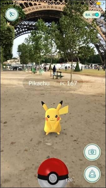 Avec quoi va-t-on attraper Pikachu qui se trouve juste au pied de la tour Eiffel ?