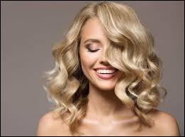 Blague - Comment une blonde fait-elle pour allumer la lumière après avoir fait l' amour ?