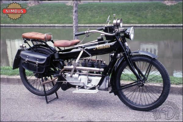 Nimbus, marque plus connue pour ses balais volants que ses motos, est une marque anglaise.