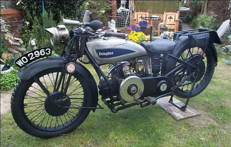 Douglas a fabriqué des motos flat-twin avant BMW.