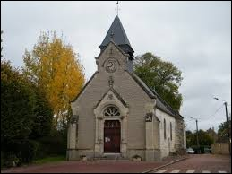 Voici l'église Saint-Pierre de Flers-sur-Noye. Commune des Hauts-de-France, elle se situe dans le département ...