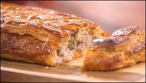 Quelles sont les deux viandes utilisées dans la recette traditionnelle du pâté lorrain ?
