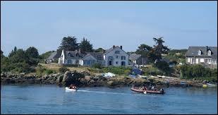 Administrativement, les îles Chausey sont rattachées au département du Calvados.