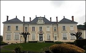 Quel est le numéro du département français de la région Auvergne-Rhône-Alpes où se situe la commune de Reyrieux ?