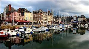 Quel est le nom de ce village situé dans le département de la Manche ?