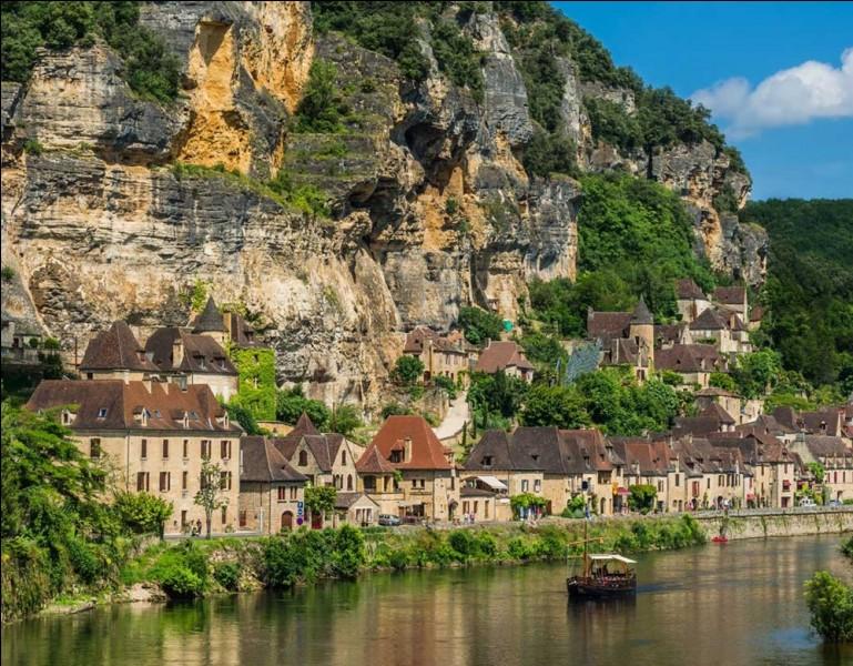 Quel est le nom de ce village situé dans le département de la Dordogne ?